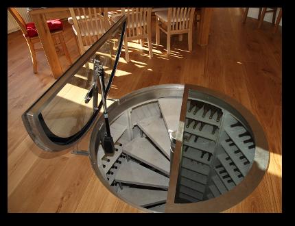 Circular motorised cellar door
